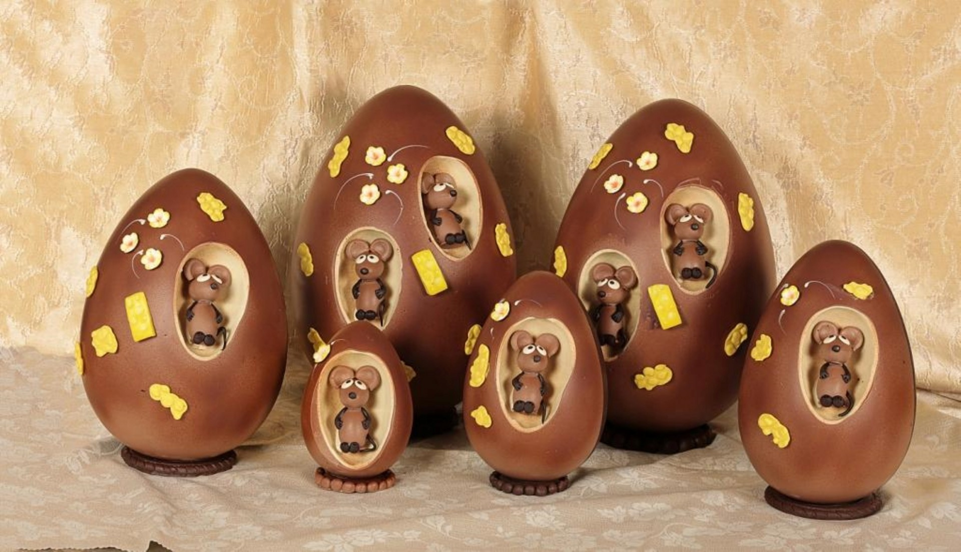 gli-speziali-di-cologna-veneta-uovo-di-cioccolato-pasquale-con-sorpresa-topini.jpg