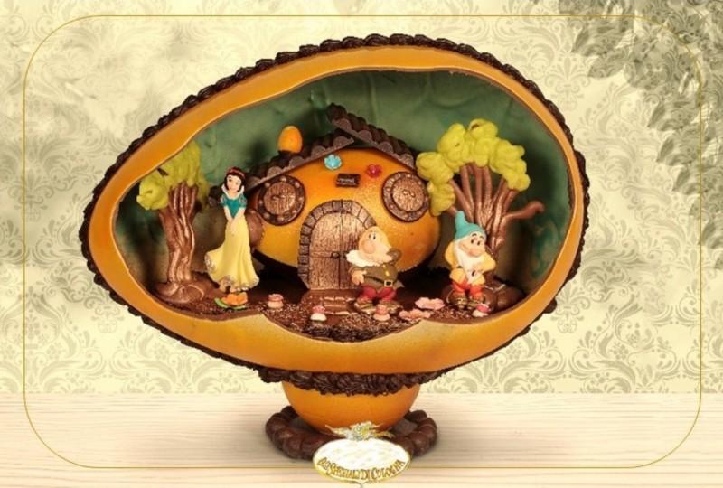 gli-speziali-di-cologna-veneta-uovo-di-cioccolato-pasquale-con-sorpresa-casa-biancaneve.jpg